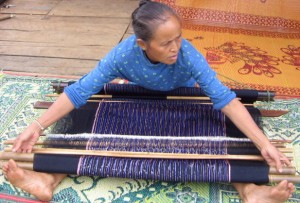 Weaver making rebozo
