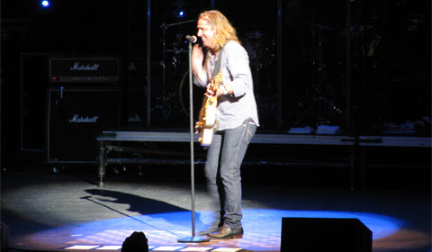 Collective Soul lead singer Ed Roland jokes for the crowd