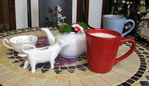 Cow-shaped milk jug for the Americanos