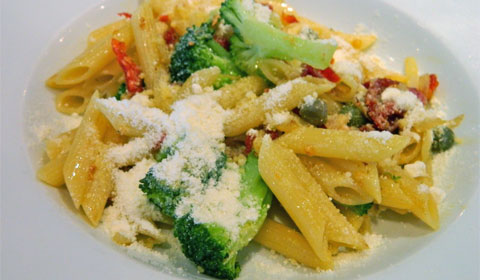 Pasta with Garlic, Tomatoes and Broccoli