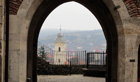 Hunedoara through an archway