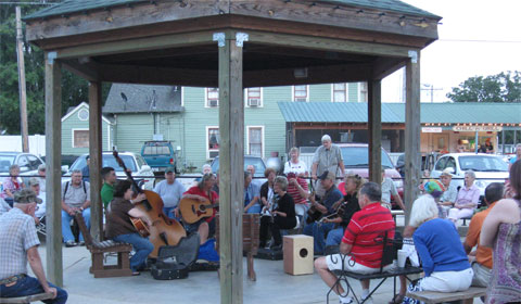 Pickin' and Grinnin' in Mountain View, Arkansas