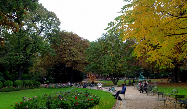 Napping, reading, relaxing in Jardin du Luxembourg