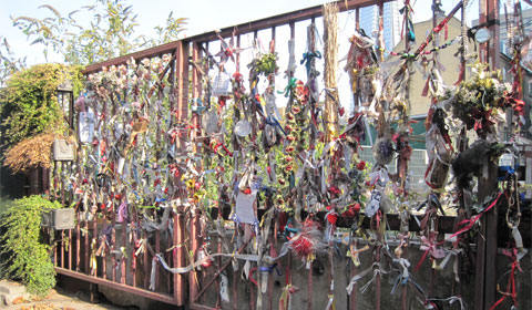 Tokens at the gate of Crossbones Graveyard