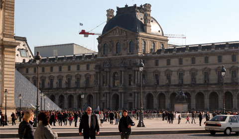 Sunday crowds at the Louvre
