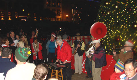 A Dixie Land jazz band played Christmas songs.