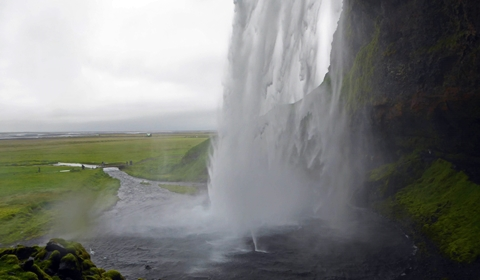 The Dangers of Iceland (a warning all Iceland tourists should heed)