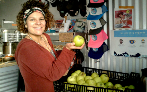 Kaleigh of Steamer Lane Supply, Santa Cruz with organic local apples