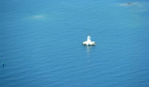 Tiny lighthouse in Georgian Bay