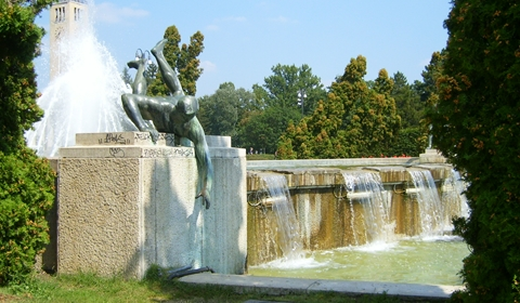Hornbeams and statues line the water fountain.